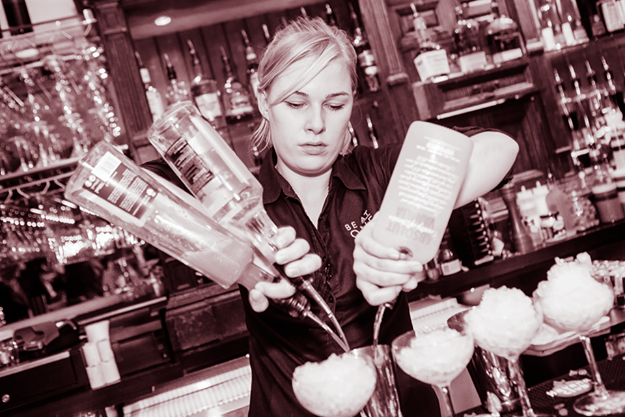 Lej en Cocktail Bar - Thea Katrine - Lej Kvindelig Bartender - Cocktail Bar til fest