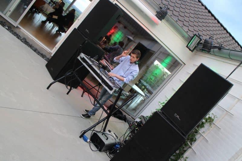 Lej en DJ til fest - Musik til fest - underholdning