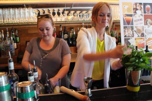 Cocktail Kursus - Cocktail Kurser - Underholdning til fest - Teambuilding event - Cocktail kursus til firma - Sjov til firma - Sjov til fest