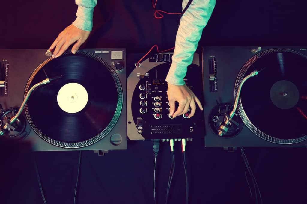 DJ til fest - Lej en DJ - Mobil Diskotek København