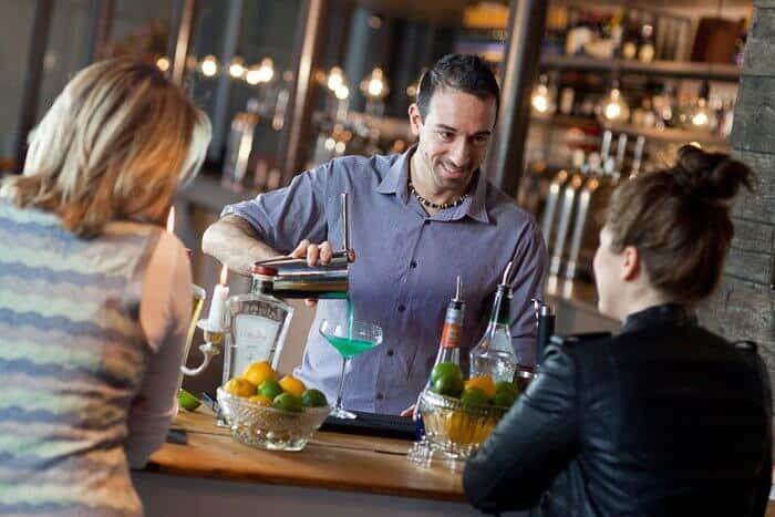 Cocktail Bar Service til fest - Cocktails til fest - Bartender udlejning