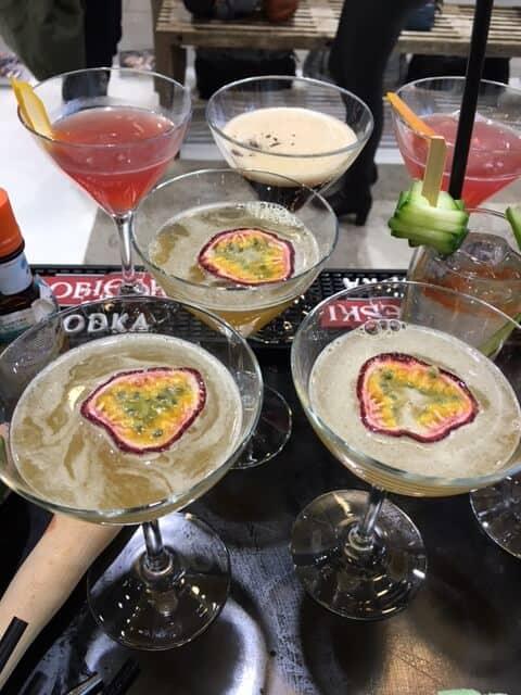 Passion Martini - Cocktails til fest - Firmafest - Bar til reception - Bar til messestand - Underholdning på messestand - Lej en Bartender - Bartender Udlejning
