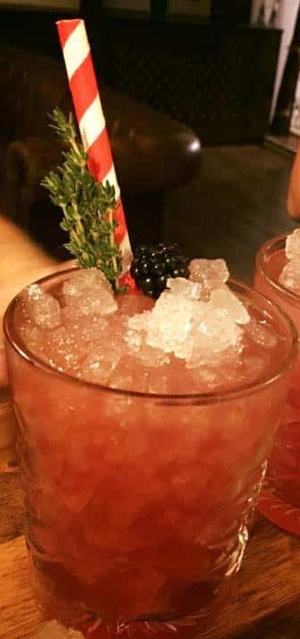 Bramble - Klassiske Cocktails med Gin - Bramble Opskrift - Cocktail Opskrifter - Gin Cocktails - Drinks med gin