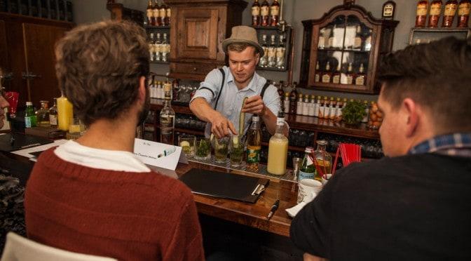 Cocktail Kursus København - Cocktailkursus København - Cocktail Kurser - Sjov Teambuilding - Cocktailkursus til firma - Firma teambuilding - Cocktail Kursus Århus - Firmafest Sjov - Underholdning til firmafest