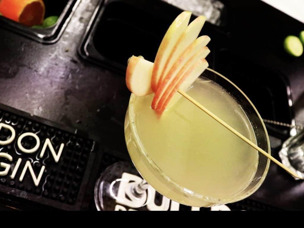 Appletini drink opskrift - Appletini opskrift - Appletini cocktail opskrift - How to make Appletini - Appletini recipe - Appletini Cocktail Recipe - Appletini Drink recipe