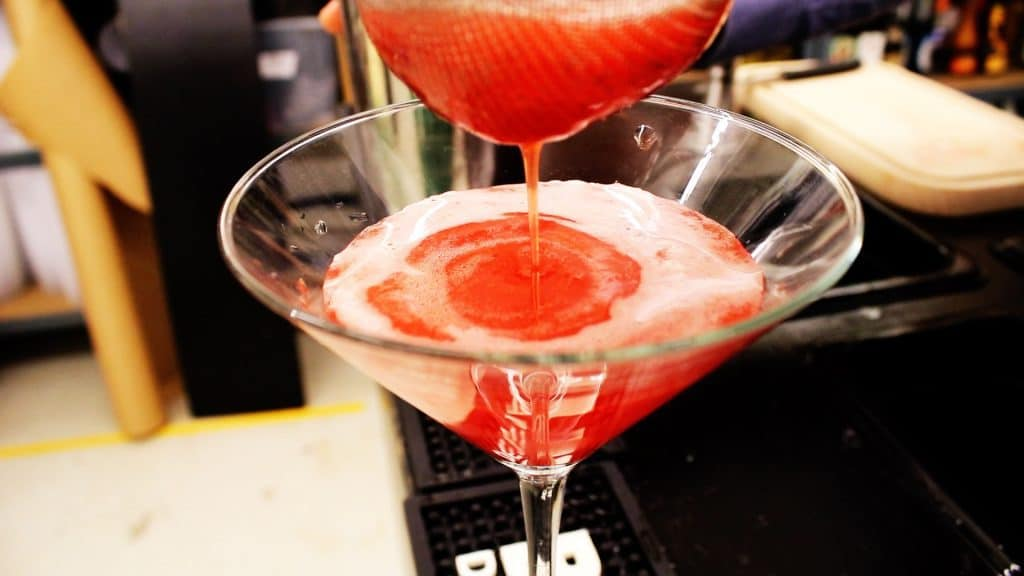 How to make Strawberry Daiquiri recipe cocktail 1