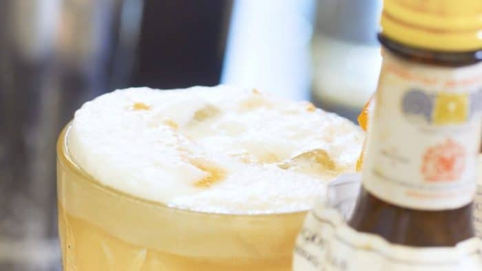 Amaretto Sour Foam - Julefrokost Cocktails - Julefrokost ideer - Firmafest - Drinks