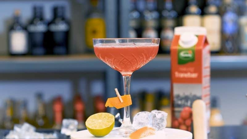 Cosmopolitan cocktail cosmopolitan opskrift - how to make a cosmopolitan - how to make cosmopolitan drink opskrift