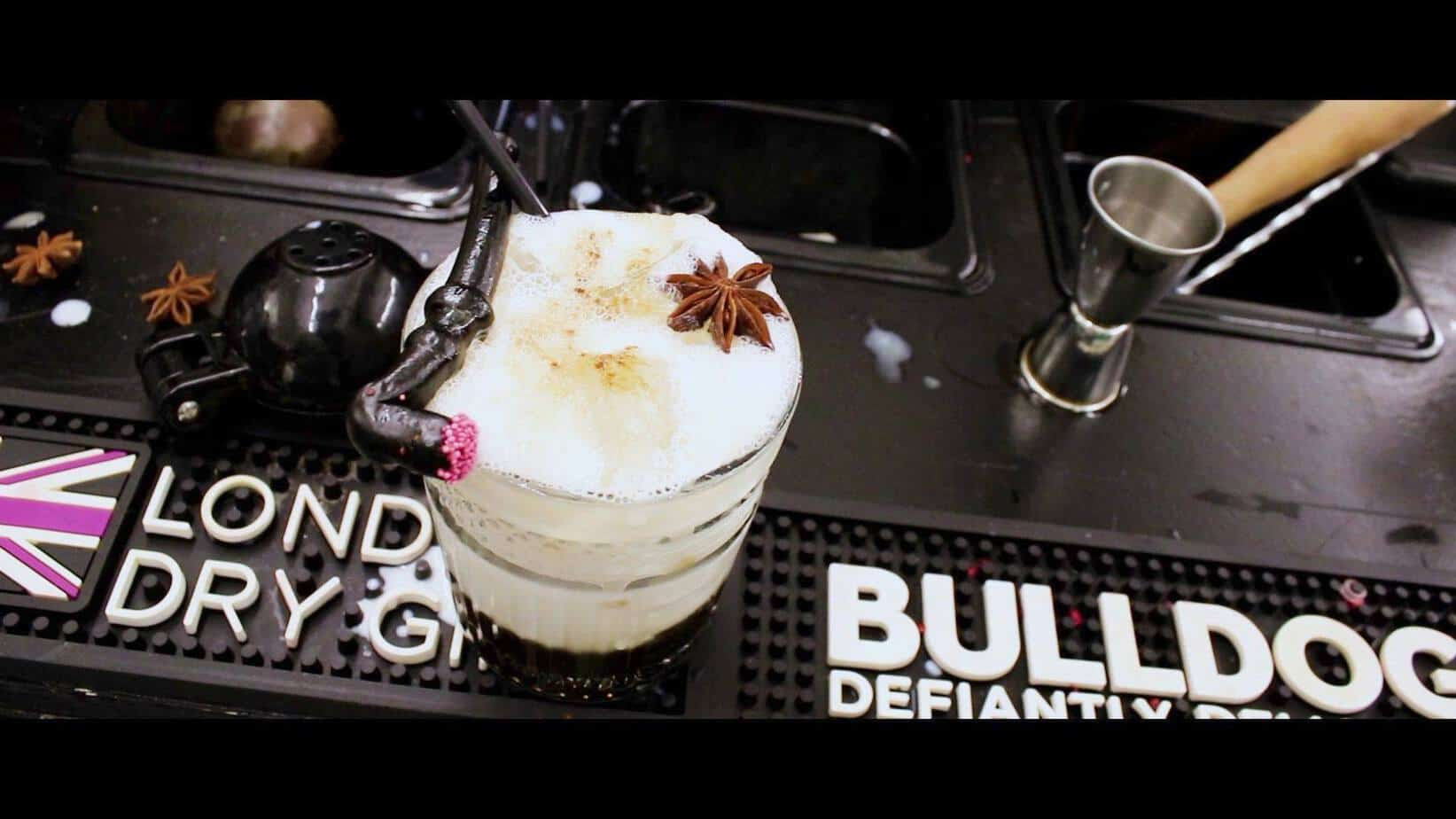 White Russian cocktail opskrift - White Russian opskrift - Sådan laver man en White Russian drink