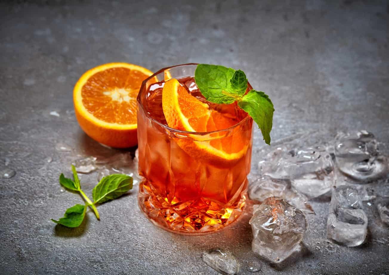 glass-of-aperol-spritz-cocktail-PV4Y5V3-min