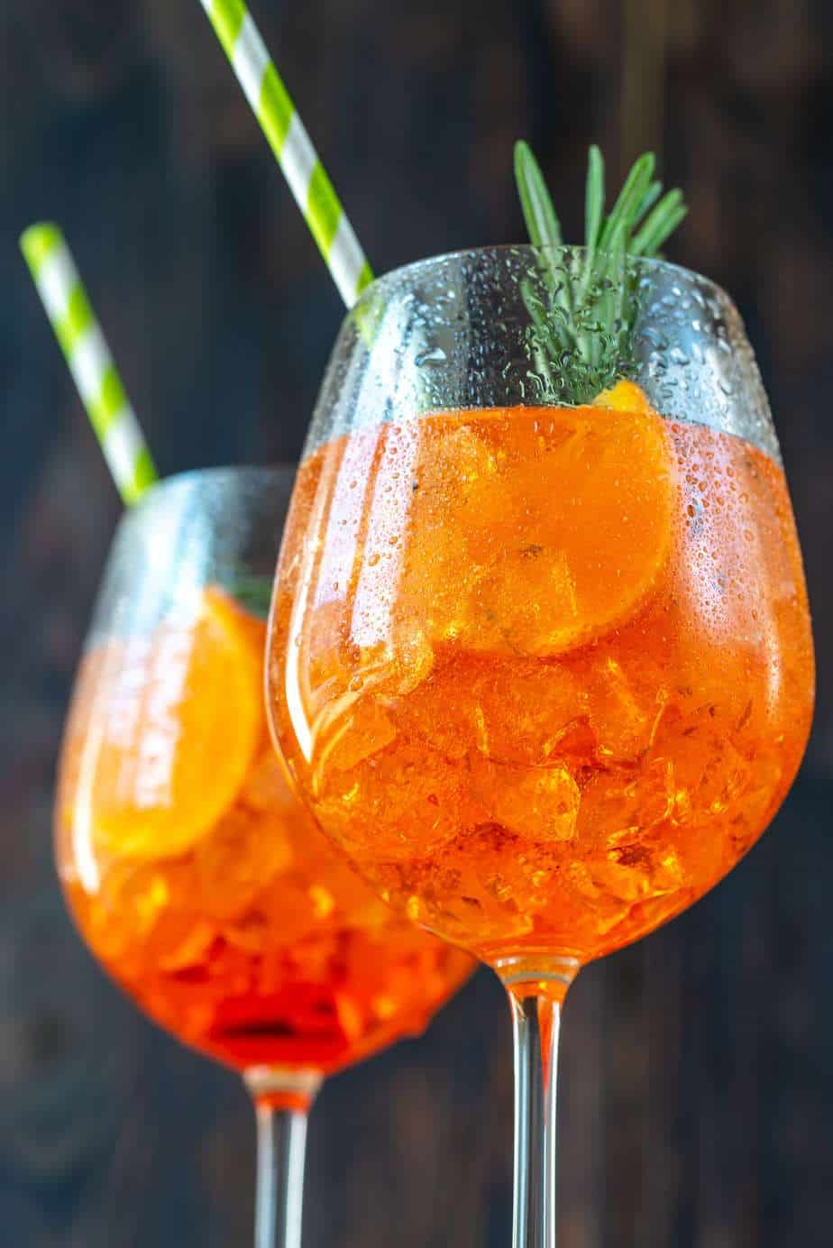 glasses-of-aperol-spritz-cocktail-FHB8MCU-min