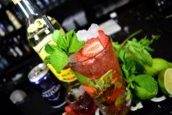 Jordbær Mojito opskrift - Mojito med Jordbær opskrift - Frugt mojito opskrift - cocktail med jordbær drink opskrift