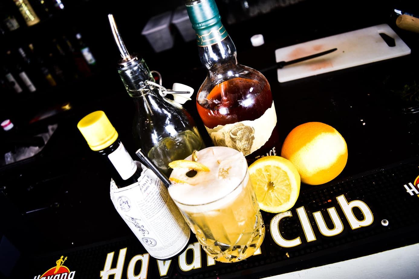 Whisky Sour opskrift - Cocktail med whisky - Whisky sour cocktail opskrift - Whisky cocktail