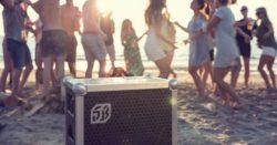 invitation til fest - Firma Arrangement - Ideer til firma arrangement - BEDSTE firma arrangement - 5 tips til fredagsbar - Musik til firma arrangement - Soundbox party