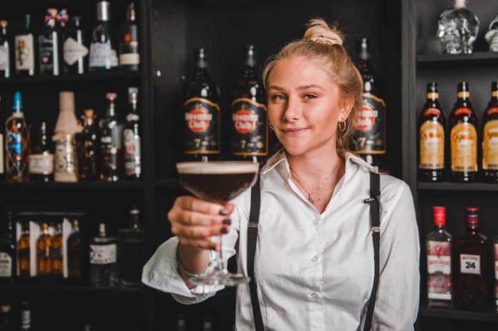 Cocktails til fest - Cocktail Bartender - Bartender udlejning - Lej en bartender